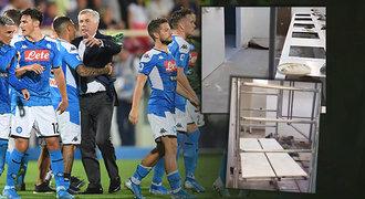 Ze stadionu Neapole je ruina, Ancelotti byl v šoku: Kde se máme převlékat?