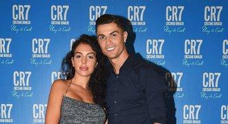 Vysmátý miliardář Cristiano Ronaldo. Instagram ho živí víc než fotbal!