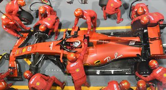 """Undercut aneb Okénko do strategií F1. Jak Ferrari """"podvedlo"""" Leclerka"""