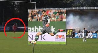 Šílenost na fotbale v Polsku. Fanoušci v pohárovém utkání stříleli po brankáři!