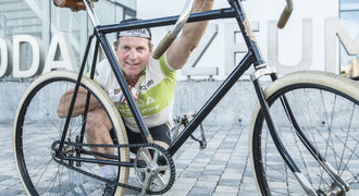 Čech odjel na historickém kole etapu Tour de France. Do kopce ho museli tlačit