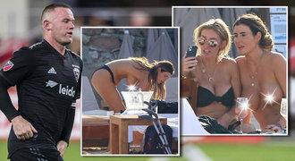 Na tyhle prsa sbalila fotbalistu Rooneyho! Prostitutka Woodová se odhalila na pláži