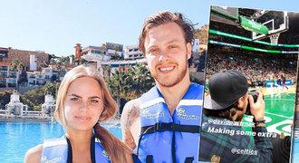 Foťák Pastrňák! Nejlepší střelec NHL vzal švédskou lásku na NBA