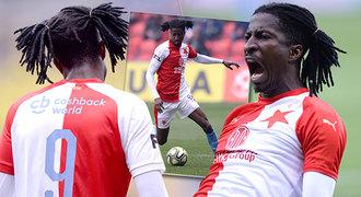 Slávista Olayinka vytasil překvapivý účes. Culíčky ale ke gólu nepomohly