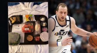 Hvězdy NBA v izolaci: nic moc jídlo, manželky se loučí a sledovací prsten