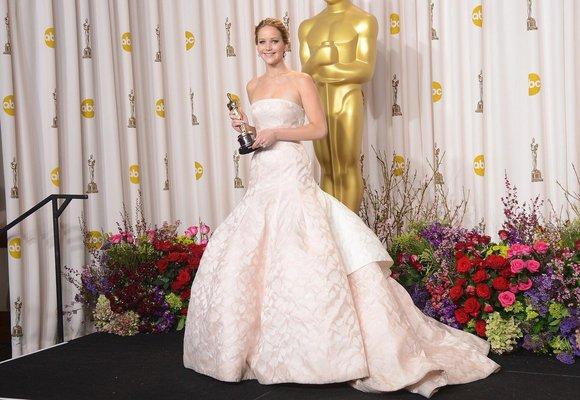 Nejkrásnější oscarové róby všech dob: Od Audrey Hepburn po Jennifer Lawrence!