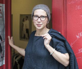 Designérka Kateřina Černá tvoří udržitelnou módu ze lnu!