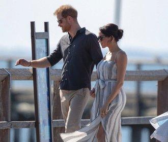 Tohle se královně líbit nebude! Těhotná Meghan oblékla šaty s ultra vysokým rozparkem