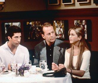 Celebrity, které si zahrály v Přátelích! Pamatujete si na Julii Roberts nebo Bruce Willise?