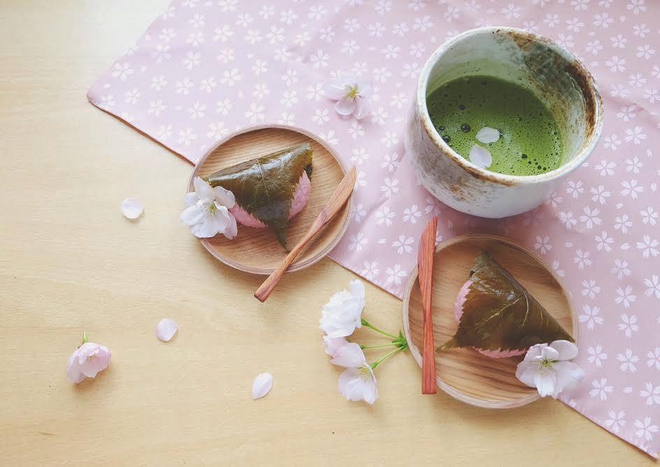 Sakura mochi obalené v sakurovém listu