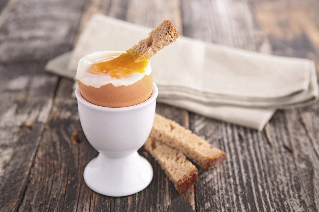 Z vajec vařených naměkko musí žloutek vytékat