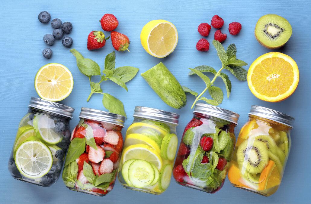 Alkohol nahraďte vodou s ovocem či bylinkami
