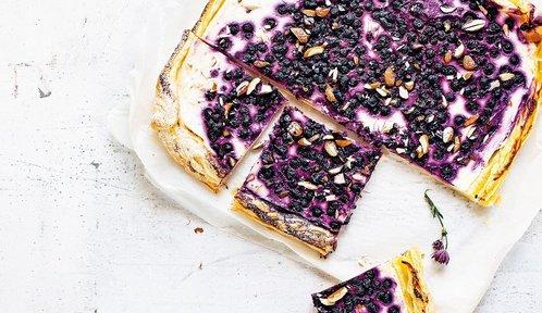 Dobroty z borůvčí: Koláč připravený za 10 minut, nepečený cheesecake i lehoučké cupcakes