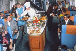 Chuťový orgasmus: Co se podávalo v letadlech před 50 lety?