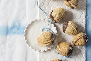 Cukroví s krémem je ozdoba vánočního stolu. Zkuste plněné ořechy, išelské nebo košíčky