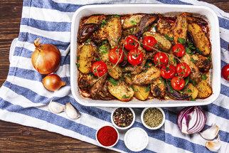 Nevíte co k večeři? Nic nezkazíte, když naházíte maso, brambory a oblíbenou zeleninu do pekáčku, přidáte trochu oleje, másla a koření a necháte péct do měkka