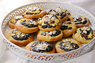 Staré recepty z babiččina receptáře: Biskupský chlebíček, šťavnatý tvarožník a smetanové koláčky
