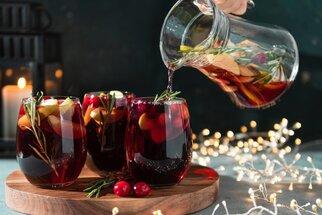 Nejlepší recepty na vánoční punč: Tradiční anglický, nealkoholický i planoucí podle Charlese Dickense