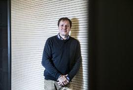 Sociolog Martin Lux: Realitní bublina praskne. A Čechy to bude bolet