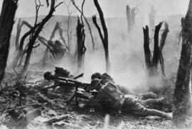 Vrchní velitel spojeneckých armád na západní frontě maršál Ferdinand Foch plánoval v září 2018 dvojité obklíčení Němců. Americké expediční síly (AEF) měly udeřit od Verdunu a Britové od Péronne a Lensu. Fochova strategie vyústila v másko-argonskou bitvu.