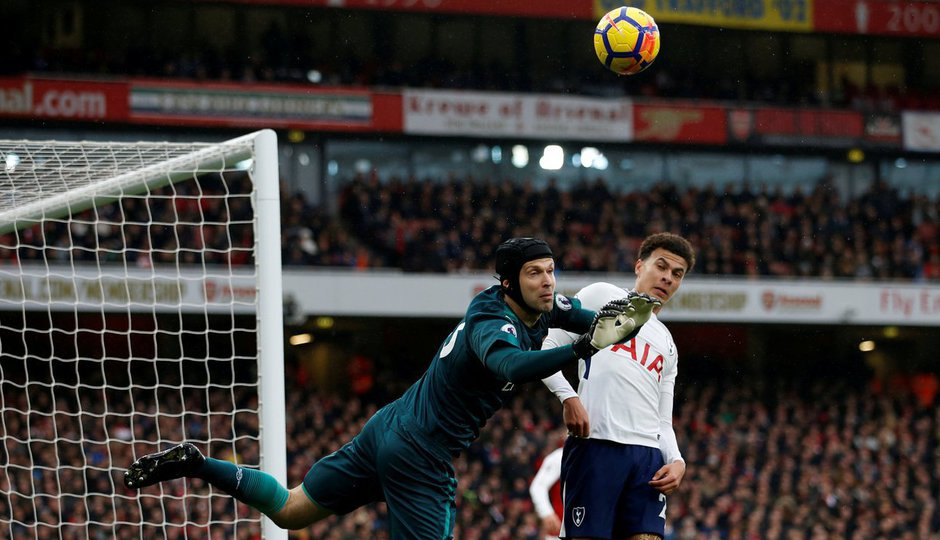 NEJ zákroky Premier League: Čechův tygří skok pomohl Arsenalu k triumfu v derby