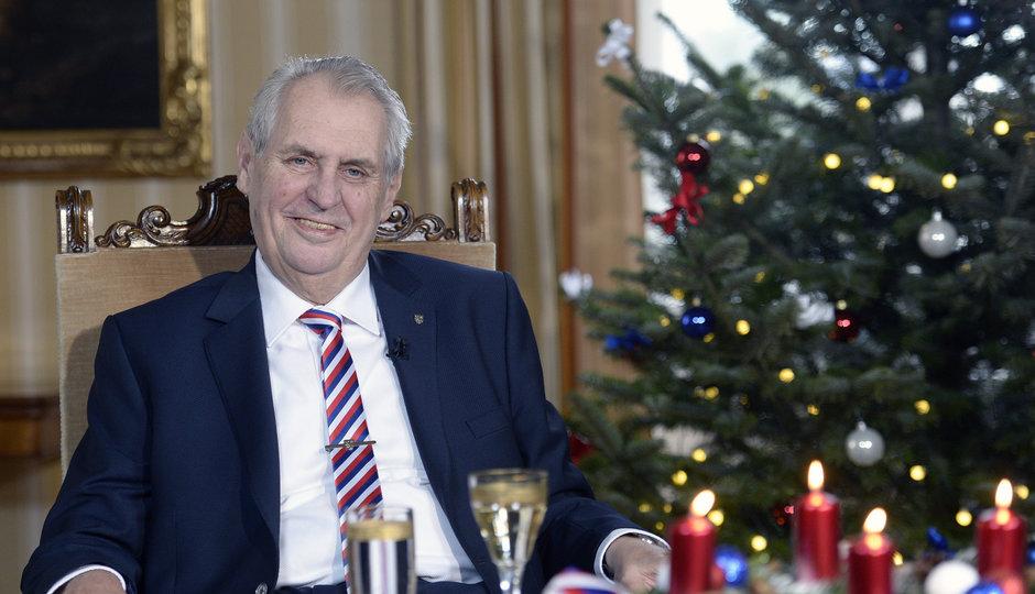 Zeman přednesl své poslední vánoční poselství: Rýpl si do Sobotky a kvót