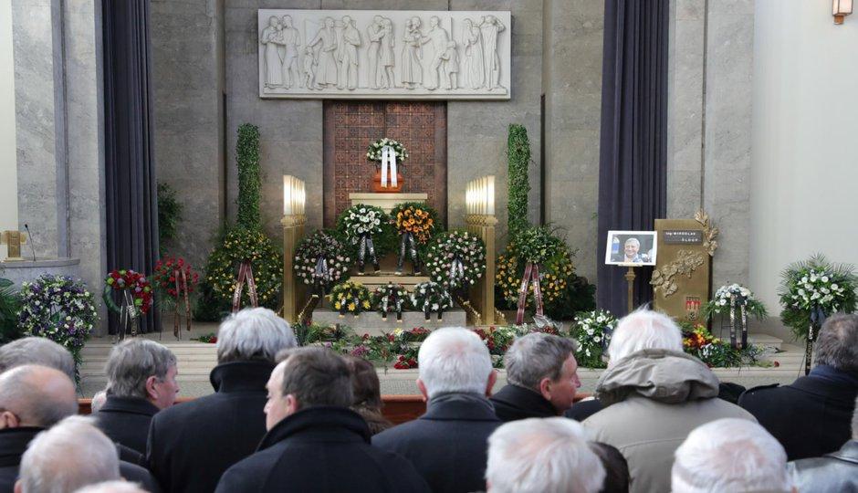 Pohřeb Miroslava Šloufa: dorazili političtí souputníci, rodina a přátelé