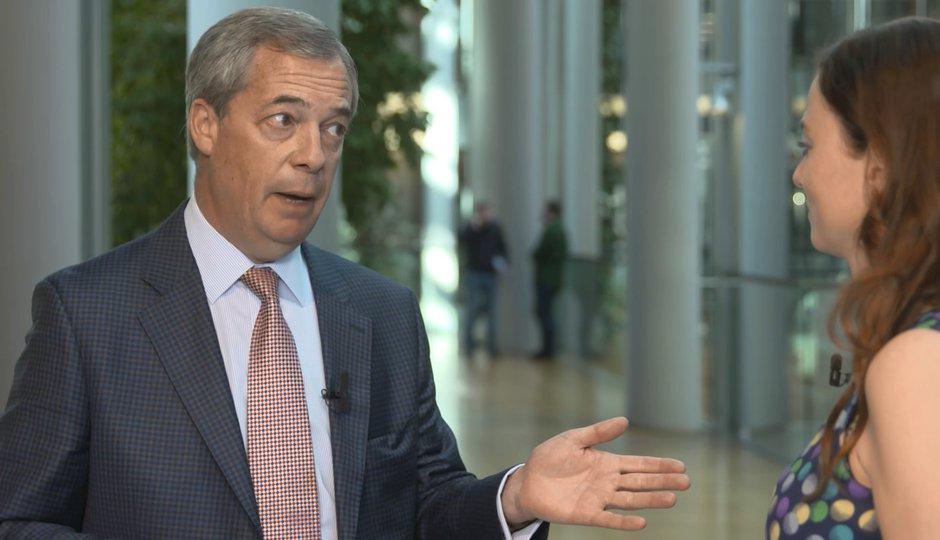Nigel Farage pro Blesk: Dva roky po brexitu stále bere plat z EU, Čechům radí útěk