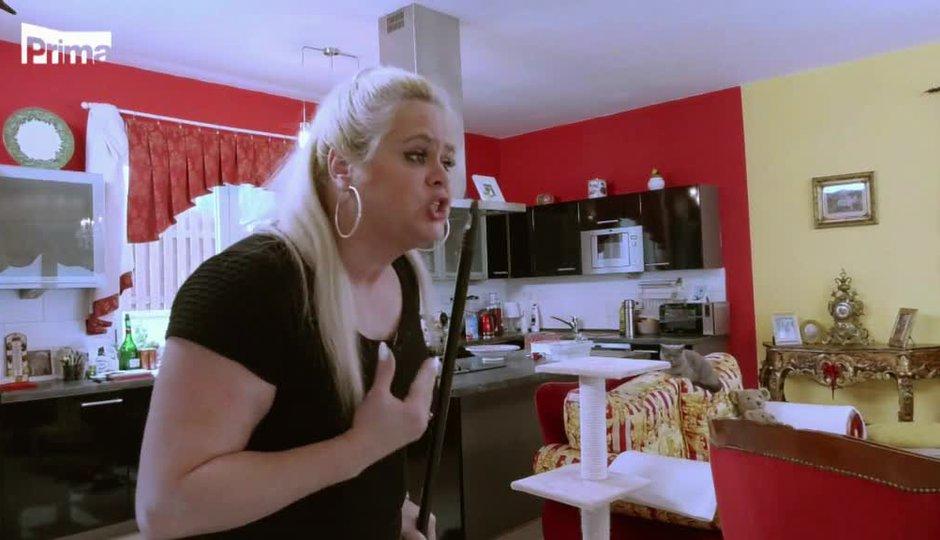 Co uvidíte ve Štikách? Hysterická Monika! Koho nechce pustit do domu?