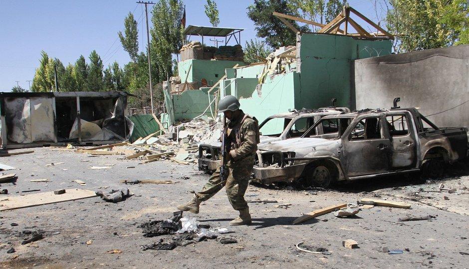 Krveprolití v Afghánistánu pokračuje: Přes 90 mrtvých