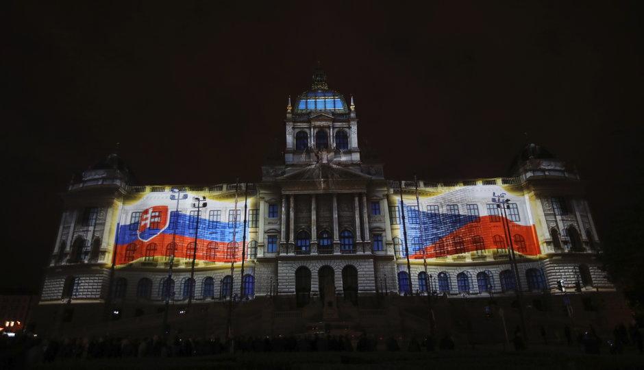 České a československé dějiny v projekci na nové fasádě Národního muzea: Podívejte se na celý záznam