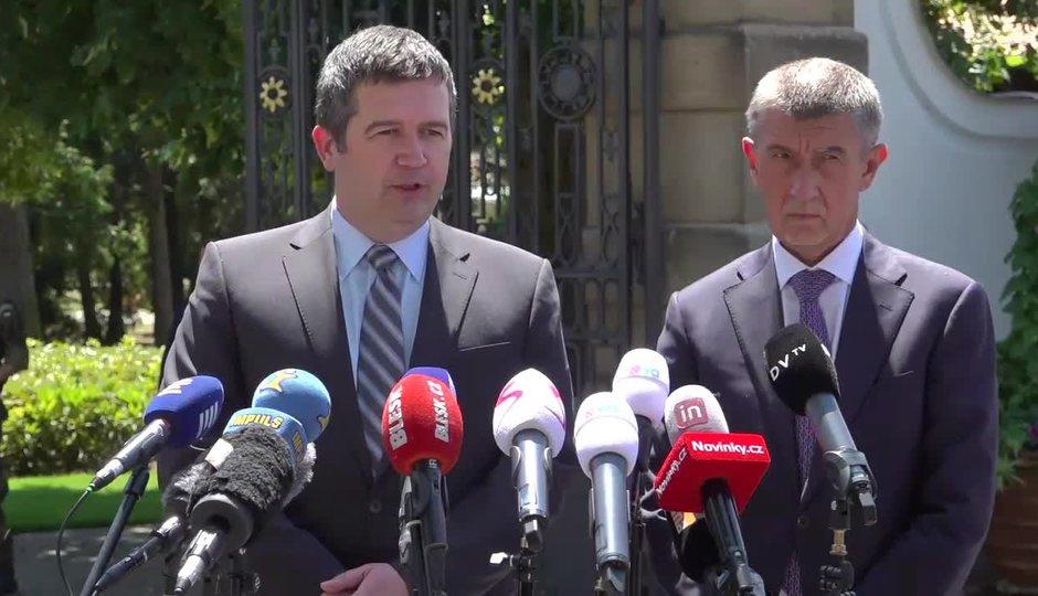 Vláda nad propastí: Hamáček a Babiš od Zemana odešli s nepořízenou