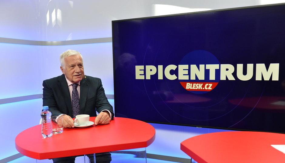 """Klaus v Blesku: O """"zeleném"""" Havlovi, 50 letech hádek se Zemanem a 17. listopadu"""