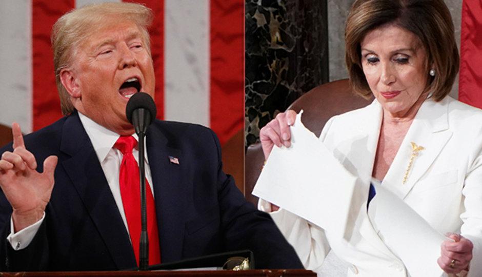 Boj mezi Trumpem a demokraty: Prezident nepodal ruku Pelosiové, ta roztrhala jeho řeč