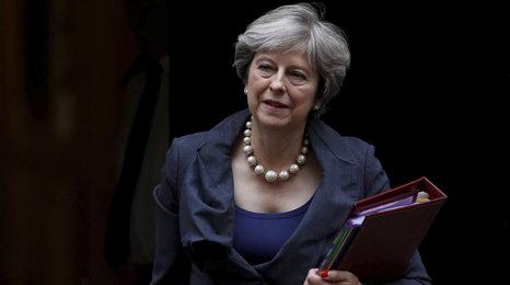 """Facka pro Mayovou. """"Rebelové"""" si vybojovali zákon, kterým ovlivní finále brexitu"""