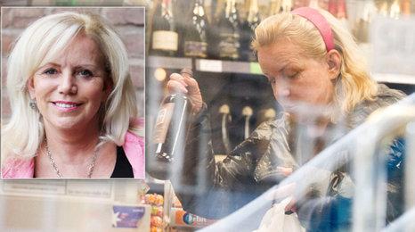 Léčená alkoholička Hana Krampolová: Vratkým krokem tajně pro chlast!