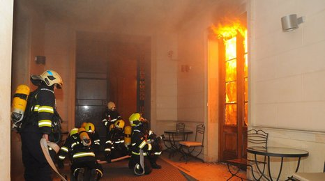 Požár hotelu v centru Prahy: Dva mrtví na místě, dva v nemocnici