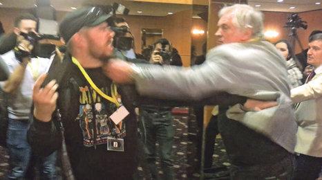 """Zemřel """"boxer"""" ze Zemanova štábu. Novináře Slezáka (†73) zradilo srdce?"""