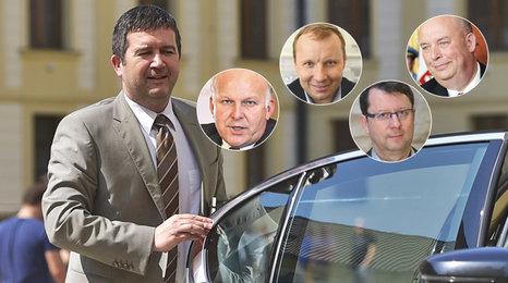 Jan Hamáček představil, koho bude chtít mít ČSSD ve vládě. Kromě něj to budou Poche, Krčál, Staněk a Toman.