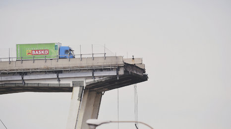 Zřícení mostu u italského Janova: Grafika ukazuje, jak se to stalo
