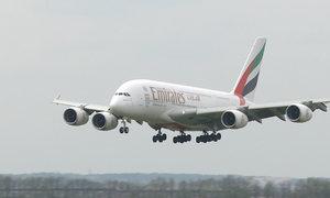 Dopravní obr přiletěl do Prahy. Airbus A380 nově pravidelně létá do Dubaje