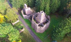 Vápenka pod Klínovcem: Podívejte se z dronu na stavbu, která se stala památkou