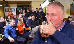S Mirkem Topolánkem na pivu: Štamgasti se ptali na komunistickou minulost jeho rodiny