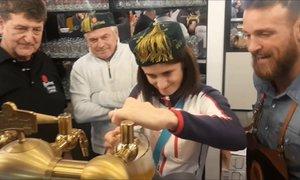 Martina Sáblíková si oslavu své stříbrné medaile patřičně vychutnala