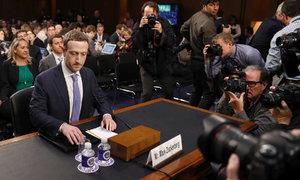 Zuckerberg se omluvil za selhání Facebooku. Připravuje placenou verzi bez reklam