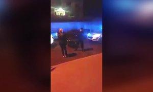 Rozzuření Romové kamenovali policistku v Krupce: I s kolegou skončila v nemocnici