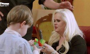 MILFka Štiková má erotické mýdlo pro zvrhlíky: Mává jím vnukovi před nosem!
