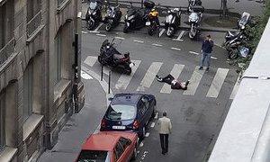 Útočník v Paříži pobodal pět lidí, jednoho zabil a utíkal. Policisté ho zastřelili
