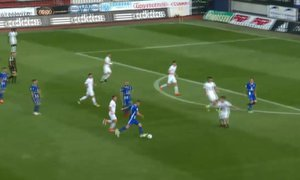Dynamit! Plšek napřáhl za vápnem a parádně zařídil domácím vedení - 1:0