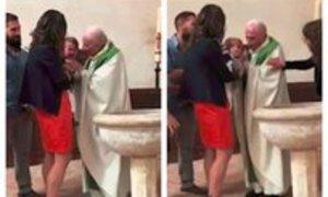 Dítě plakalo při křtu. Kněz se neudržel a vrazil mu facku